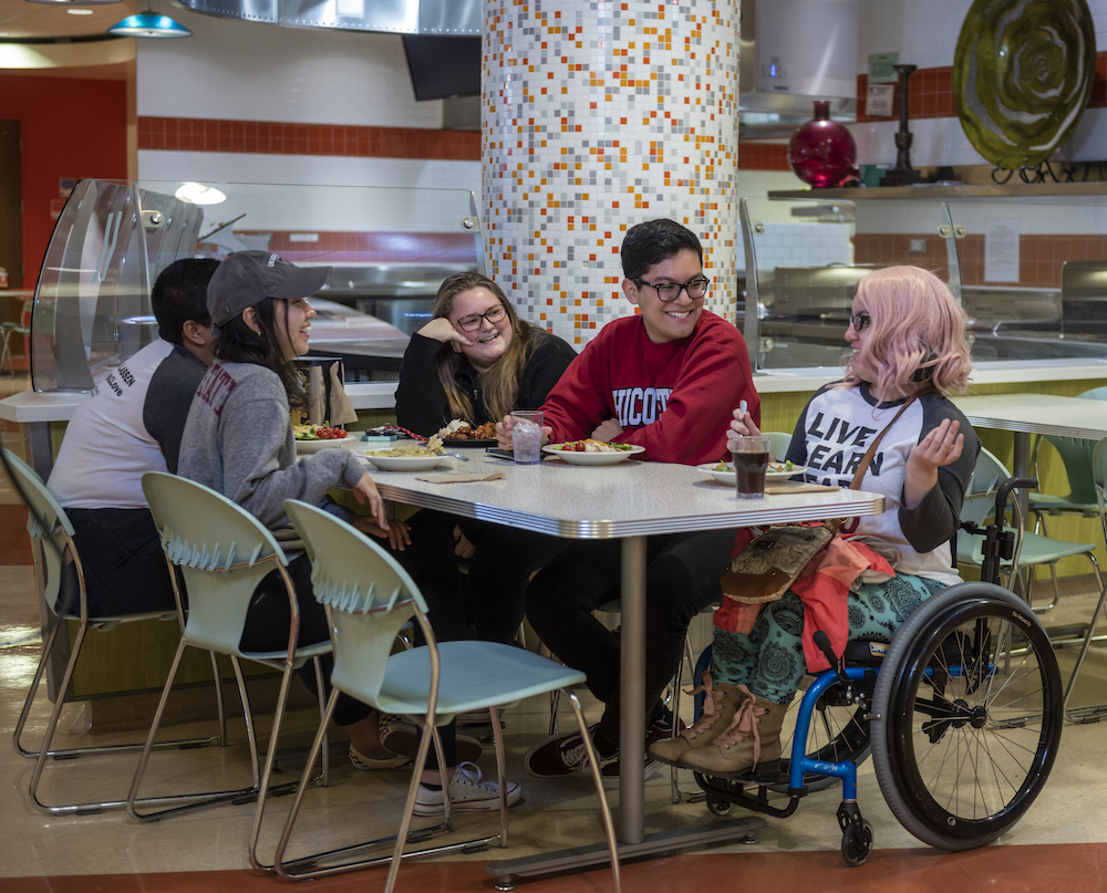 photo of students eating at Sutter Dining